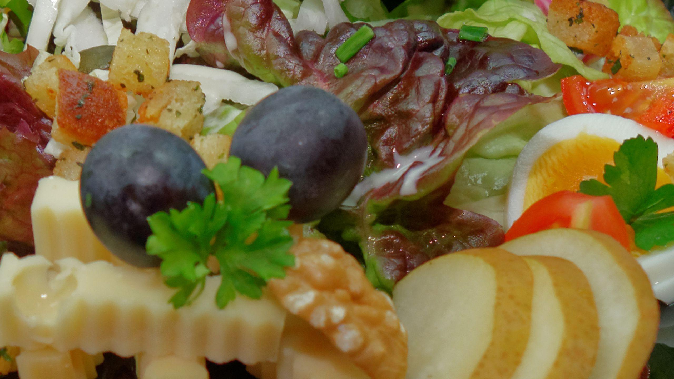 zoom-garnierter-salat.jpg